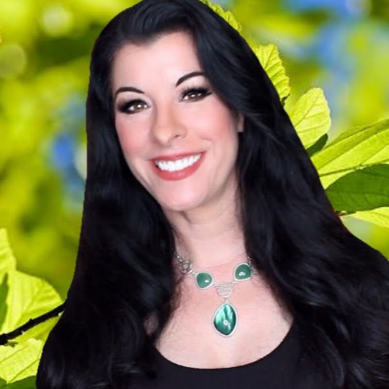 Finding Awesome with Nena Lavonne (finding-awesome)