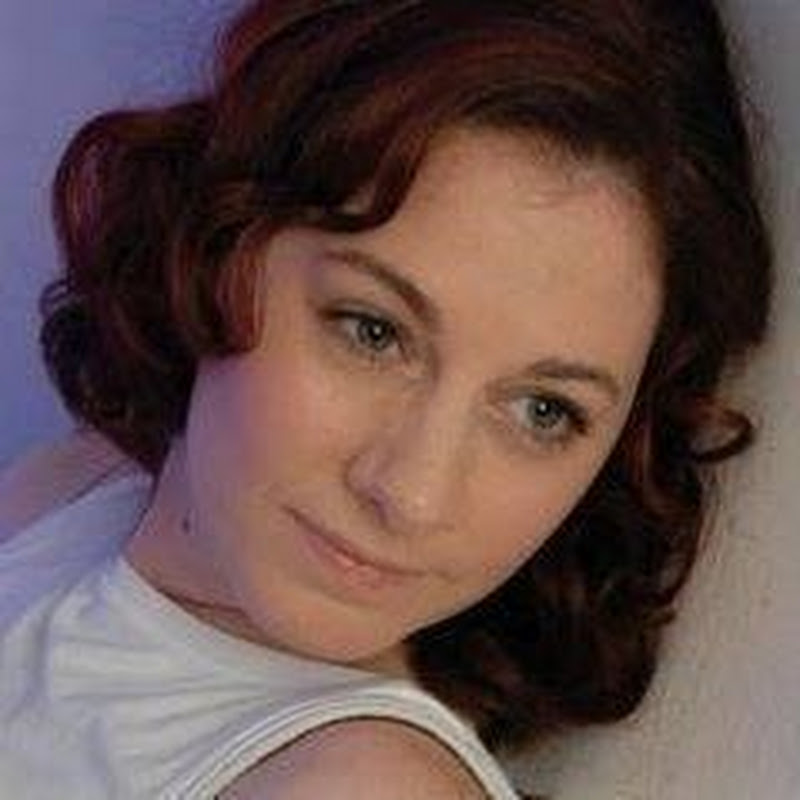 Sarah Jane Weldon (SarahRowsSolo)