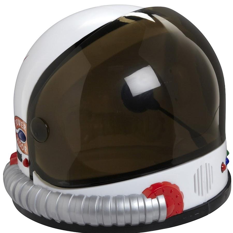 plastic astronaut helmet - 900×900