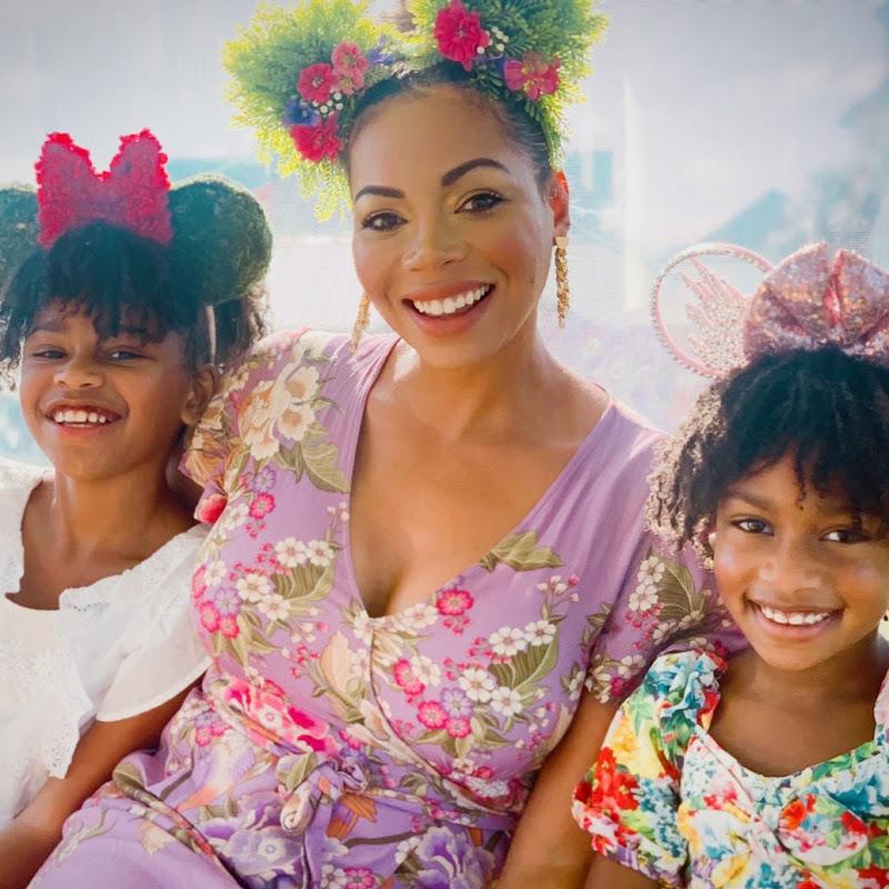 Naiah and Elli Toys Show Photo