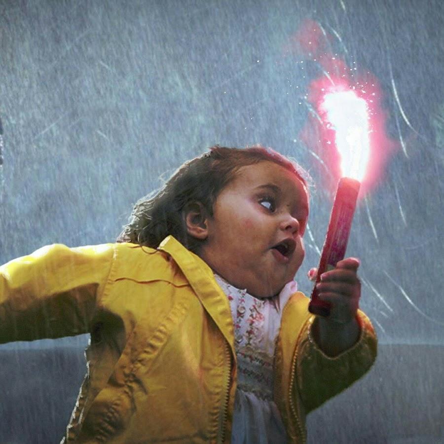 Картинка смешная девочка убегает