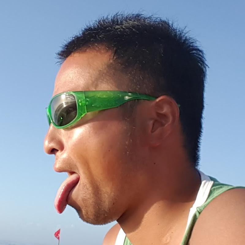Takashi サーファー