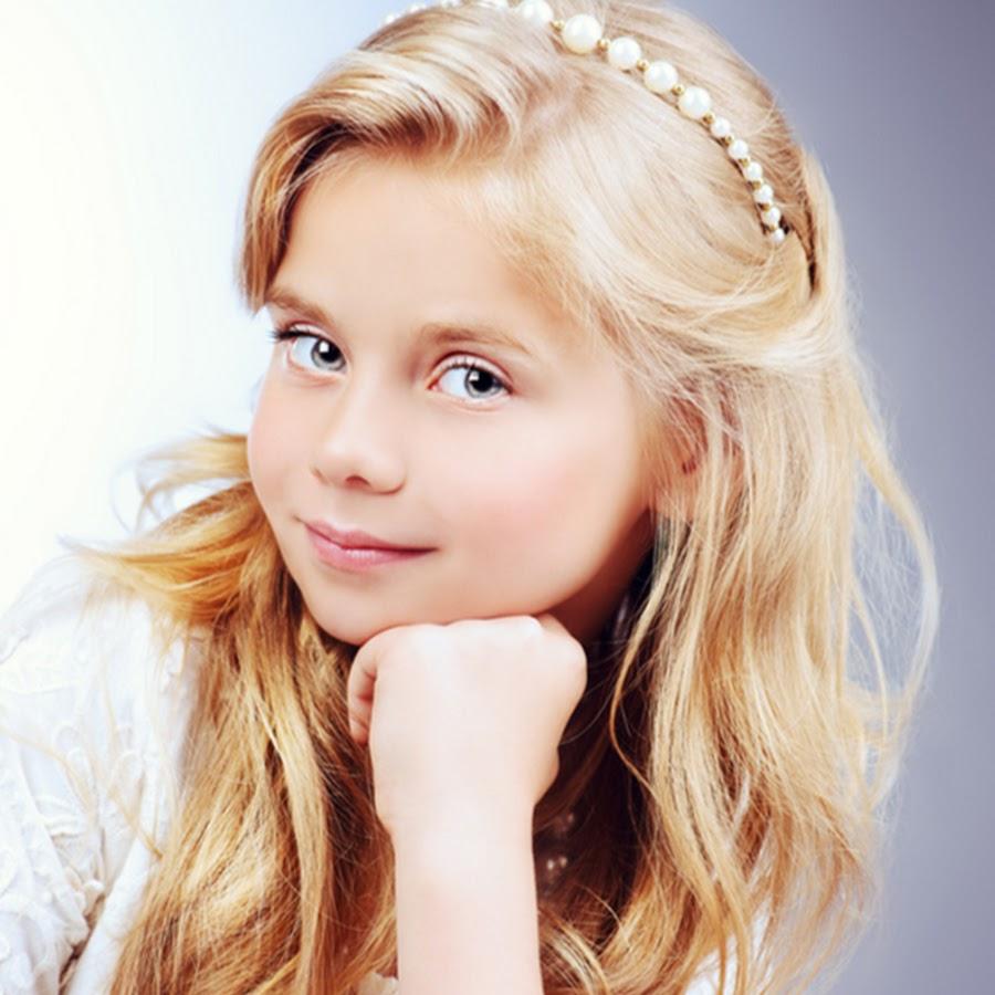 bond-a-blonde-little-girl-teen-nudes