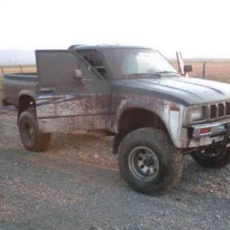 toyota hilux 83 22R lifted   FunnyCat TV