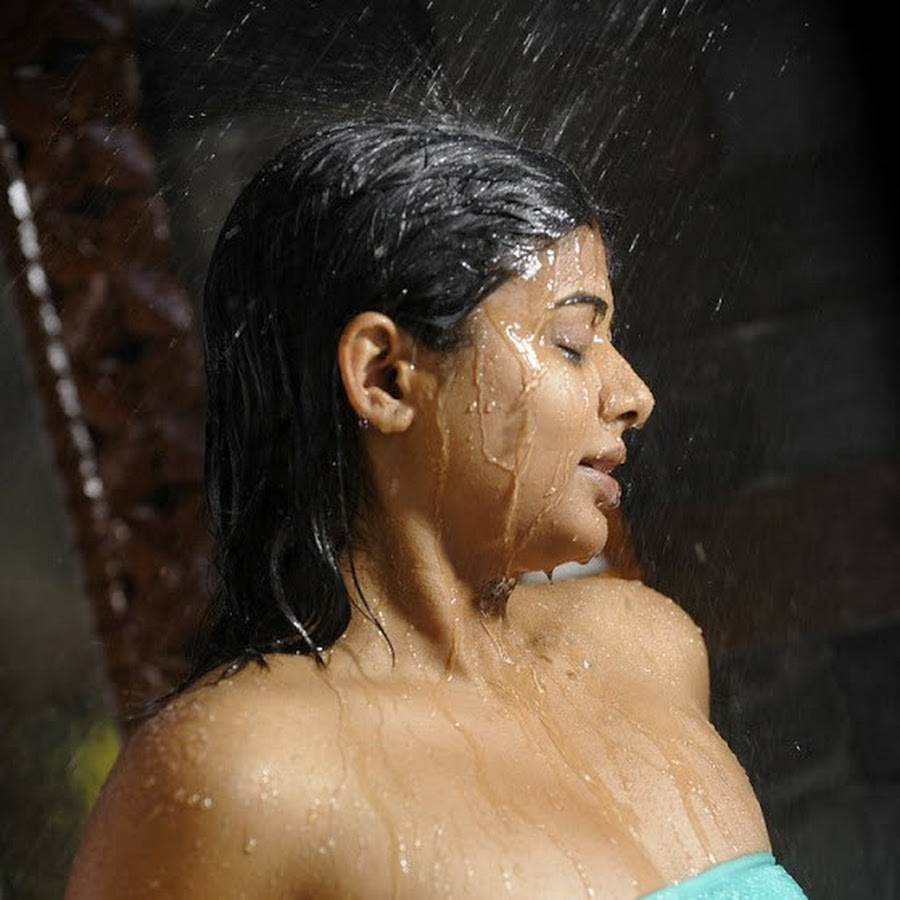 priyamani-posing-full-nude-images-polish-fat-tits