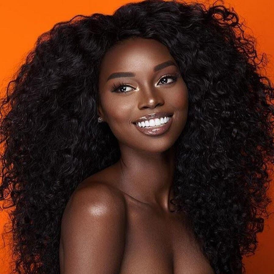 Black girl sandy on round brown — img 8