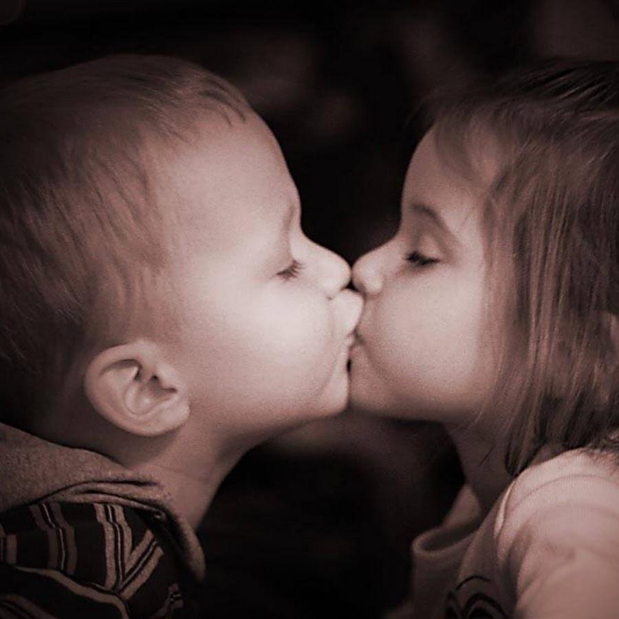 Картинки девочка целует мальчика в носик