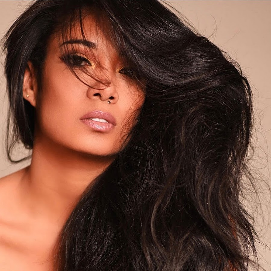 Mila J performs energetic showing live at Power 106