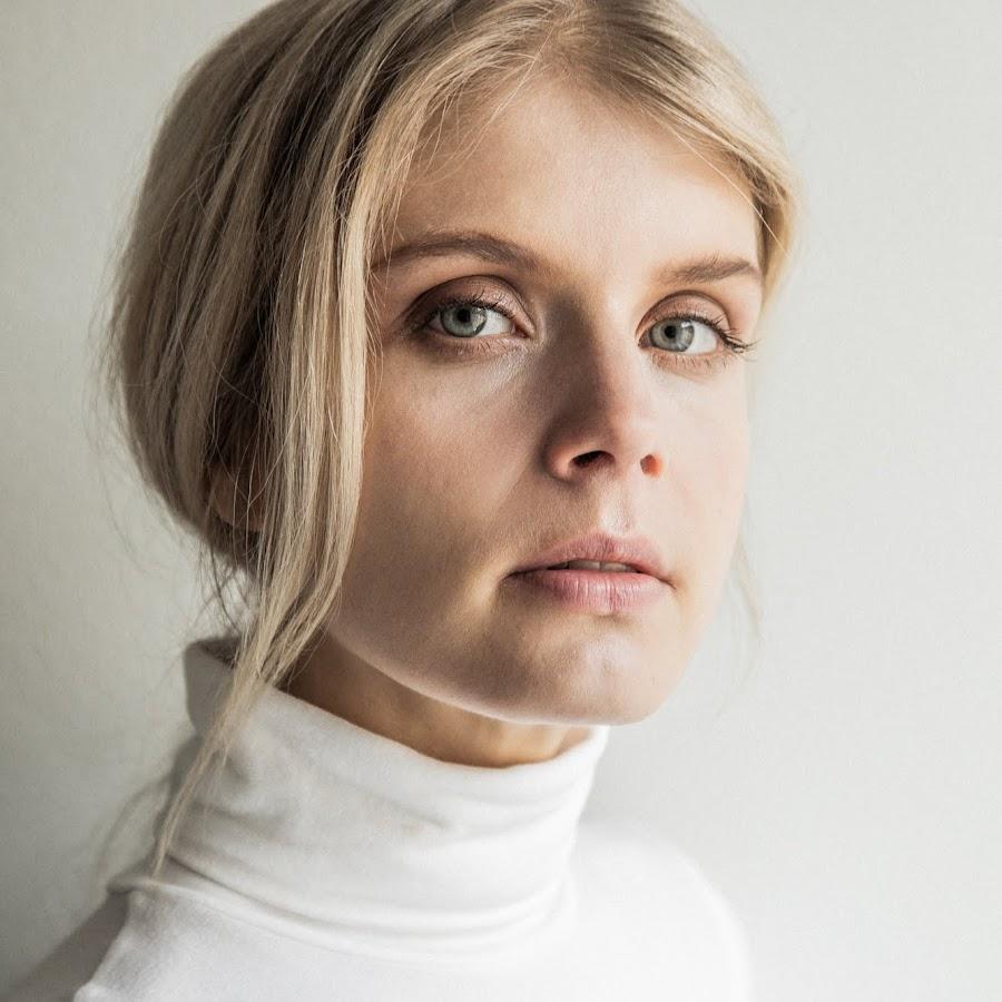 Alina Tomnikov Alasti