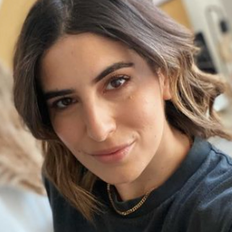 Lily Pebbles Photo