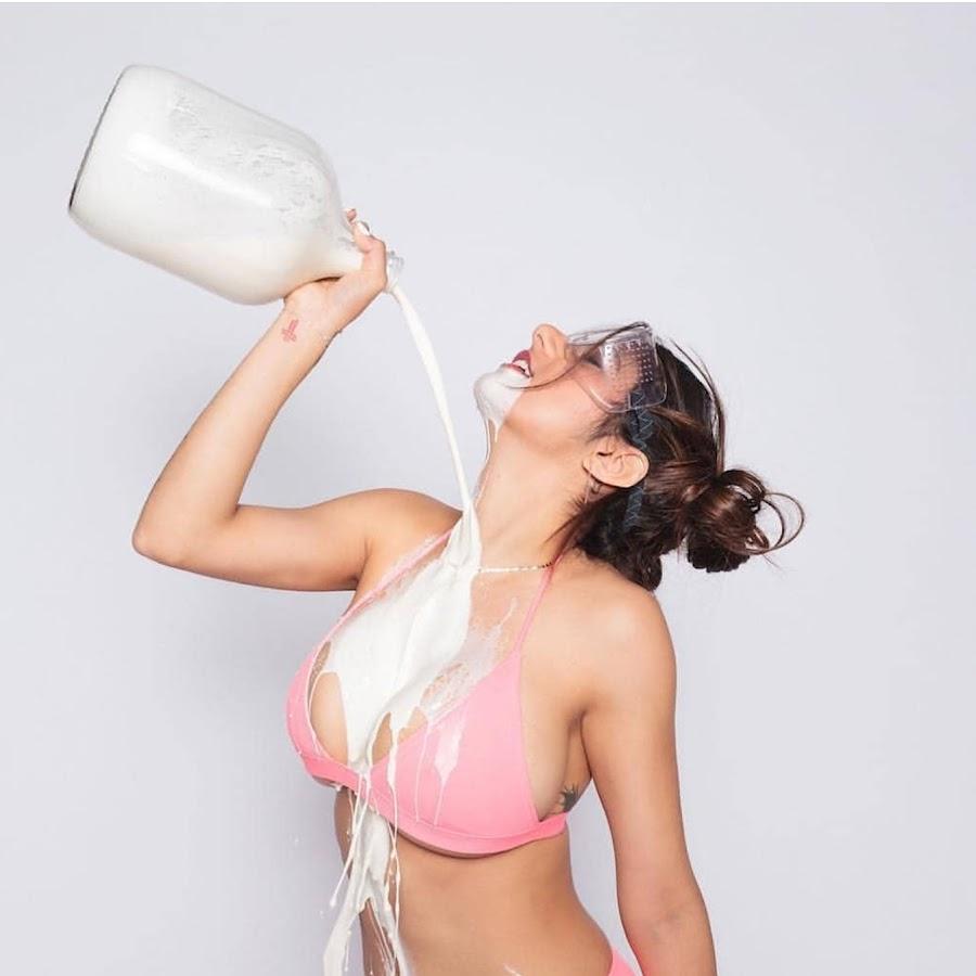 Фото молодые сиськи в молоке