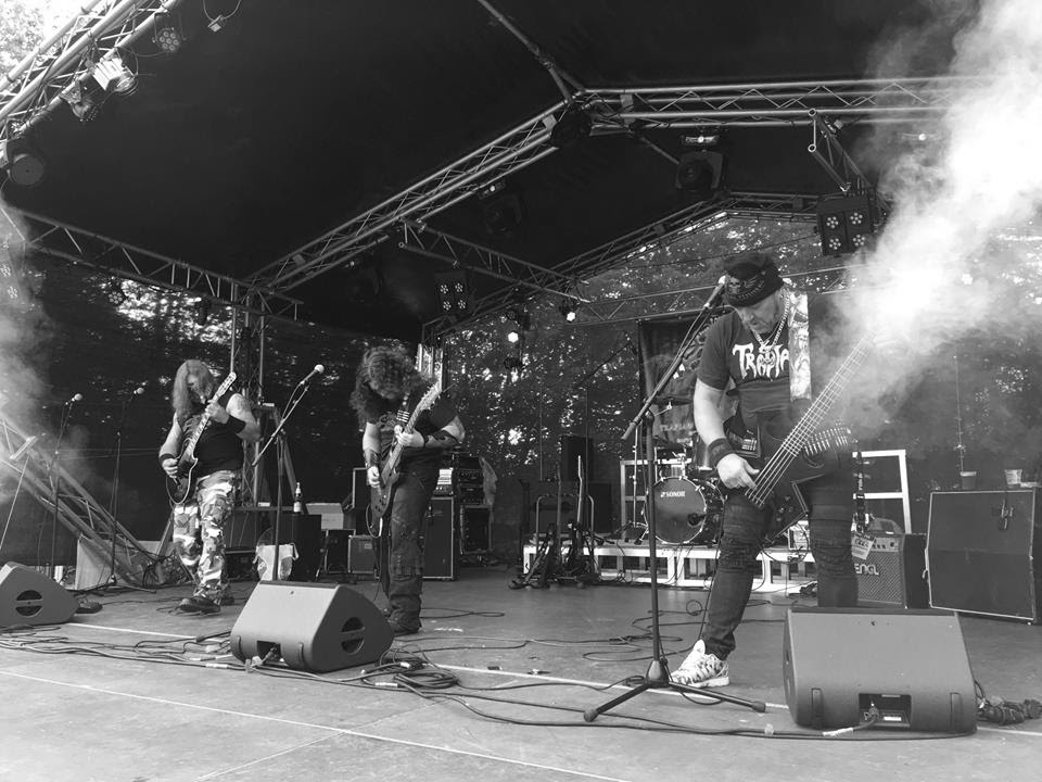 Trapjaw live on Stage