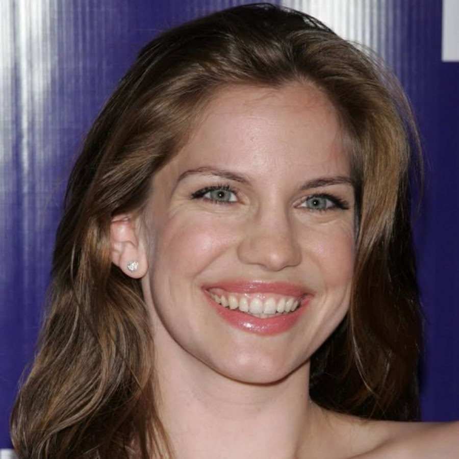 Anna Chlumsky - Topic - YouTube