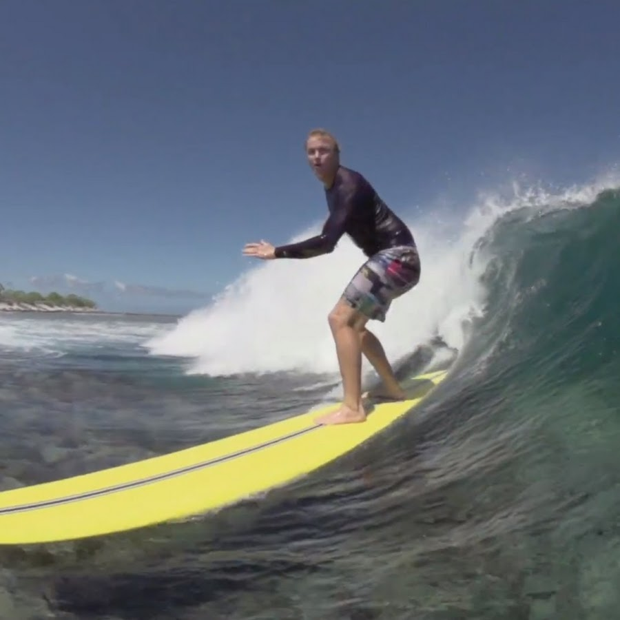 Surfing Topic YouTube - Surfing inside 27 second long barrel wave