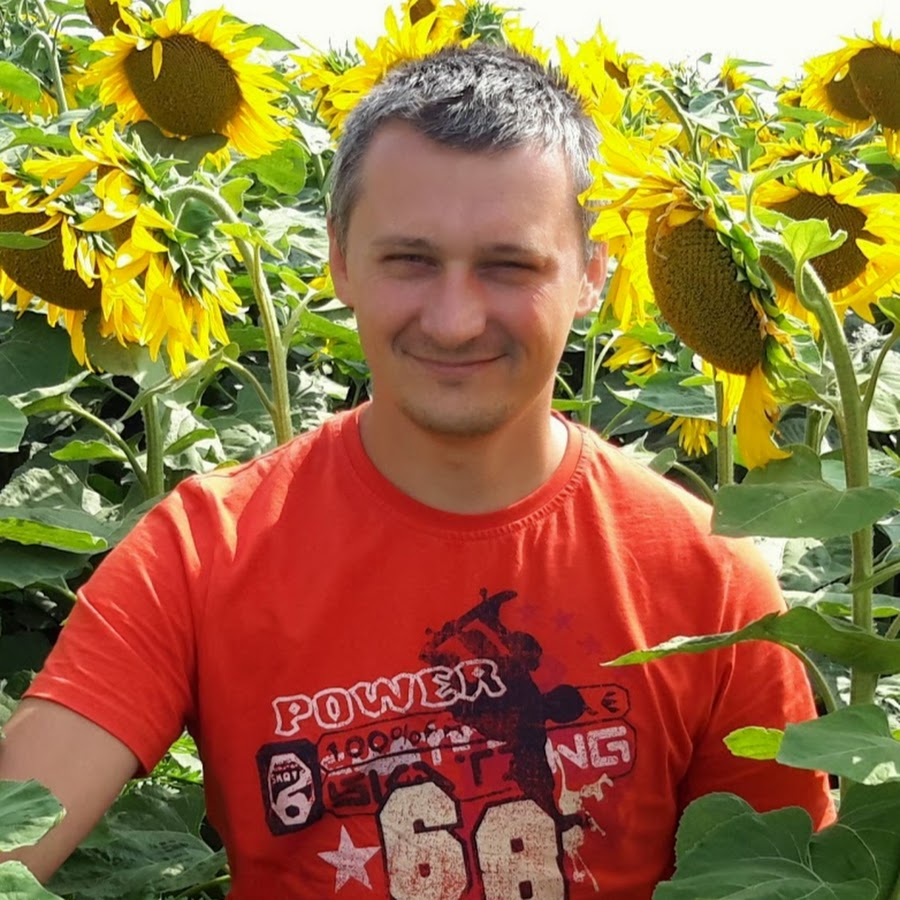 Андрей Скроботов
