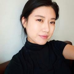 A Korean Girl Eats
