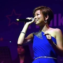 Angela Saik 石依湄