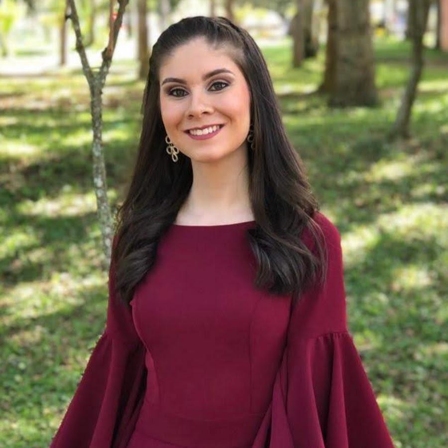 MARÍA LUCÍA ARENAS RIVERO, de la UNAB, es la mejor estudiante de DERECHO en el país.