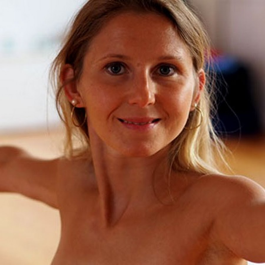 Yoga elke nackt Yogavideos —