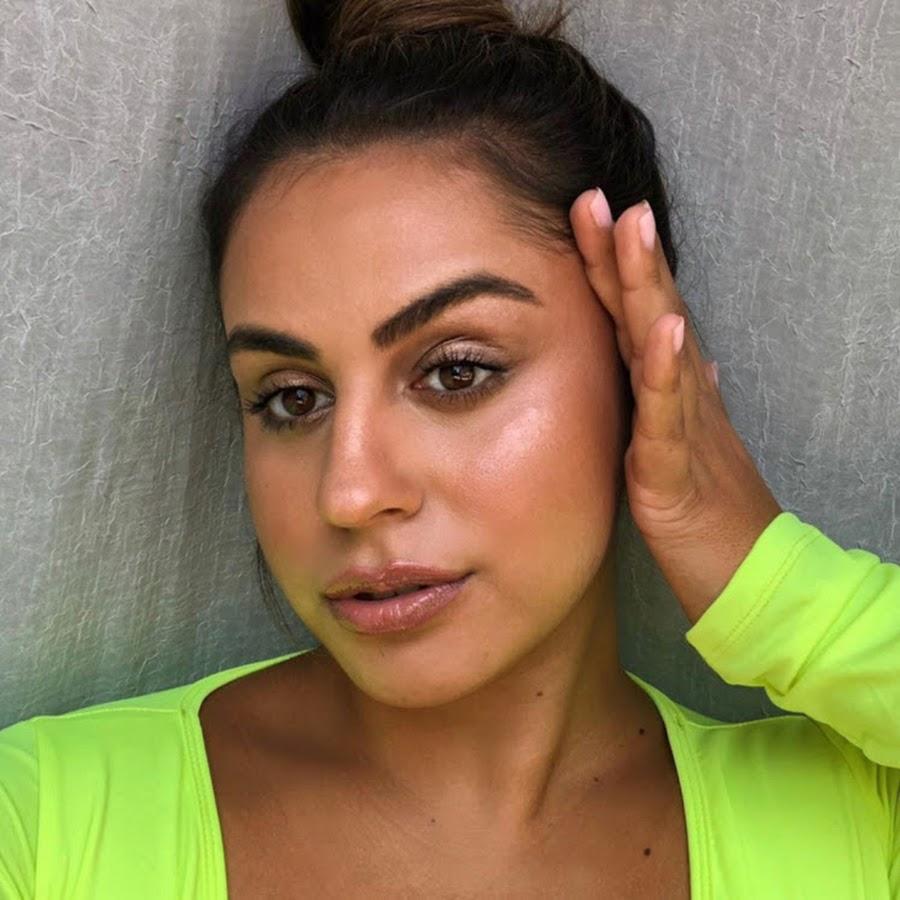 Nackt Ayesha Perry-Iqbal  Plus